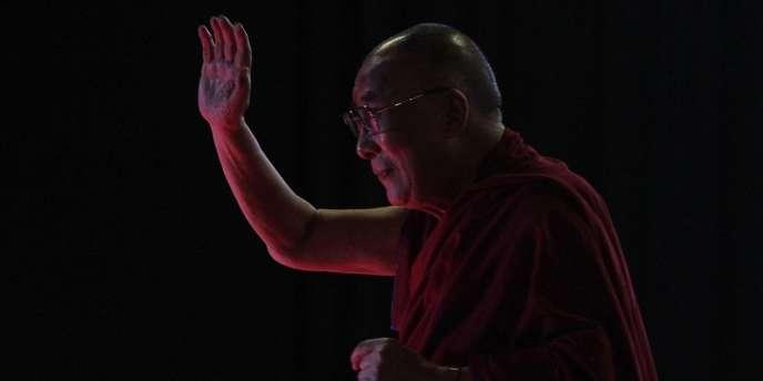 Pékin accuse le dalaï lama, en exil depuis 1959 et lauréat 1989 du prix Nobel de la paix, d'œuvrer à l'indépendance du Tibet.
