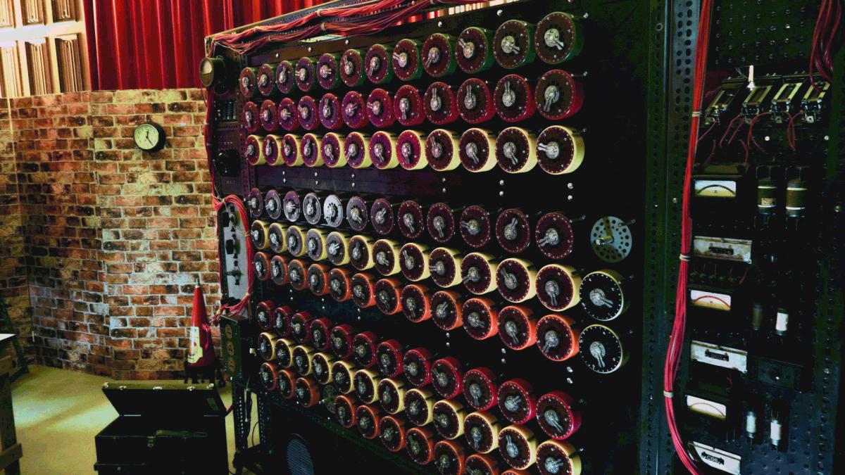 Réplique de la machine inventée par Alan Turing, à Bletchley Park.
