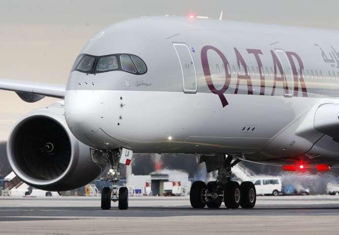 La commande de 80 exemplaires du dernier long-courrier d'Airbus, l'A350-900, par Qatar Airways illustre les ambitions de la compagnie qui veut devenir incontournable dans le monde.