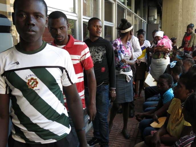 Des descendants d'Haïtiens font la queue pour obtenir un certificat de naissance, à Saint-Domingue, le 29 janvier.