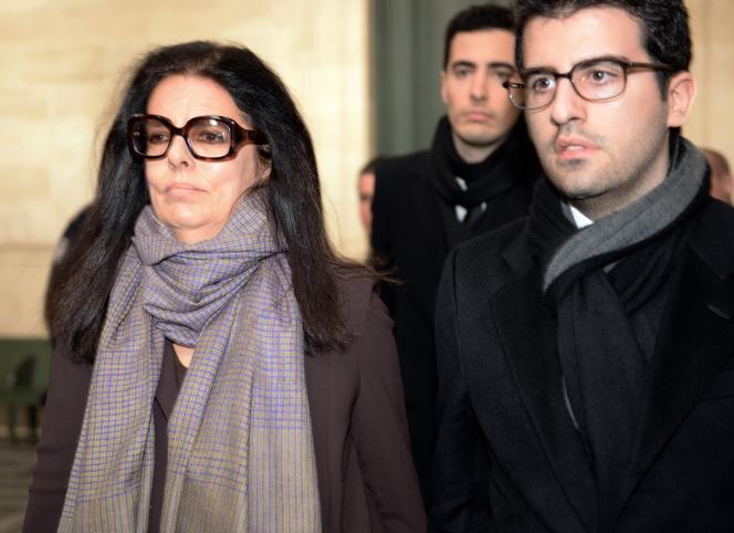 Françoise Bettencourt-Meyers, ici à la sortie du tribunal à Bordeaux le 27janvier 2015, en compagnie de ses fils Nicolas, à droite, et Jean-Victor, au centre.