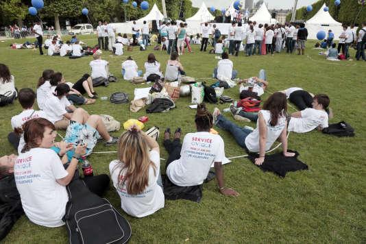 Rassemblement national des volontaires en service civique, à Paris le 27 juin 2012. AFP PHOTO/JACQUES DEMARTHON