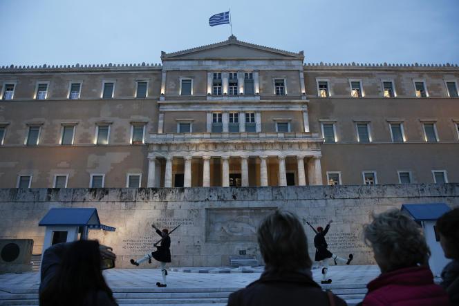 La Banque centrale européenne n'accorde ses faveurs à la Grèce que parce qu'elle est sous aide de la « troïka »