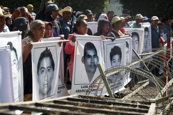 Manifestation des proches des étudiants disparus, à Iguala, le 18décembre 2014.