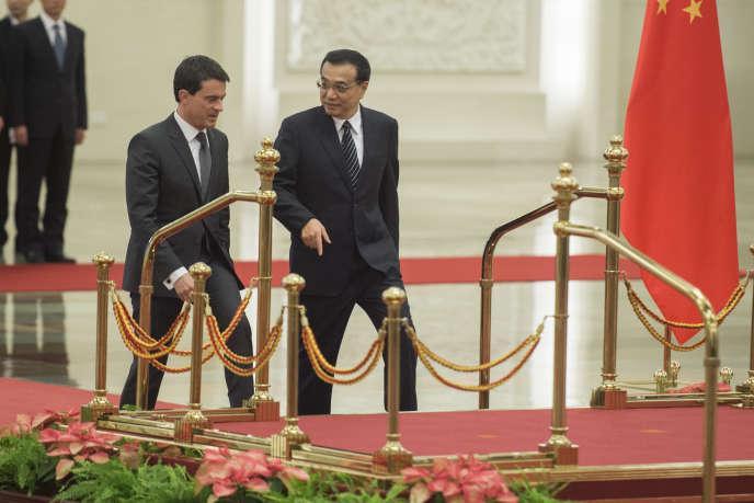 Le premier ministre Manuel Valls et son homologue chinois Li Keqiang à Pékin, le 29 janvier.