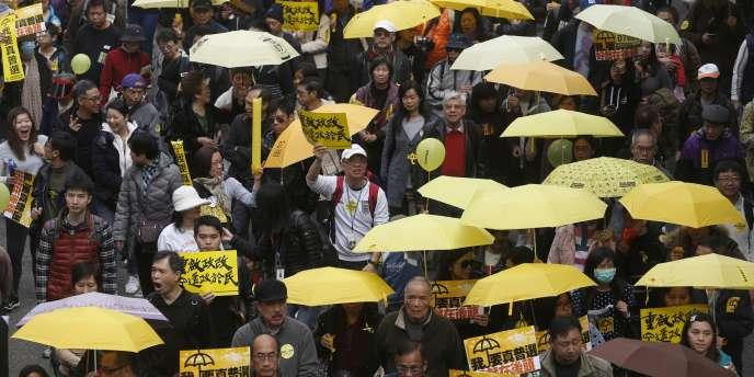 Des milliers de manifestants prodémocratie ont défilé à Hongkong le 1er février 2015.