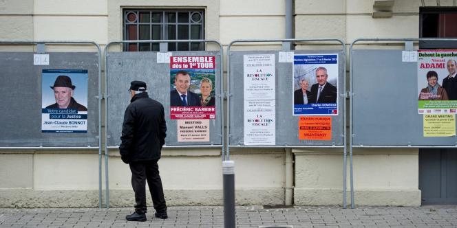 Panneaux électoraux à Herimoncourt dans la 4e circonscription du Doubs.
