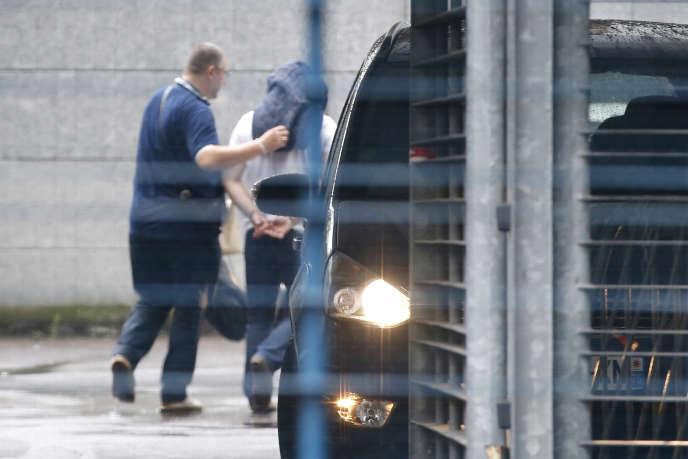 Un des policiers mis en examen dans l'affaire du vol de cocaïne au 36 quai des Orfèvres, à Paris, le 6 août 2014.