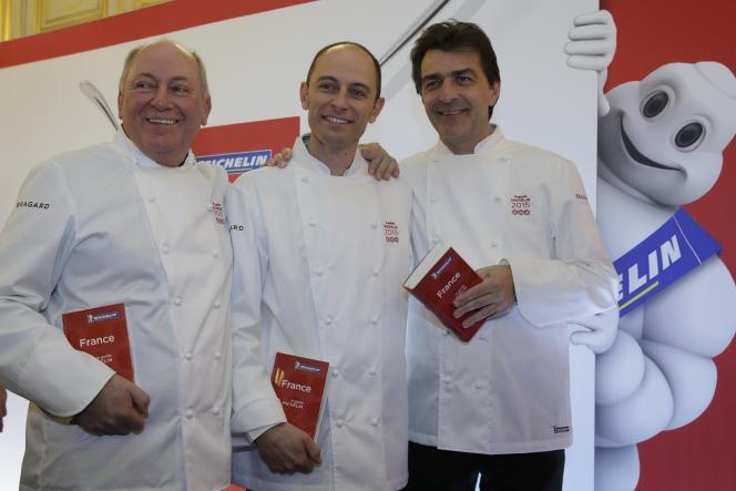 De gauche à droite : René Meilleur, Maxime Meilleur, Yannick Alléno et Bibendum, lors de la présentation du « Guide Michelin 2015 », aujourd'hui au ministère des affaires étrangères.