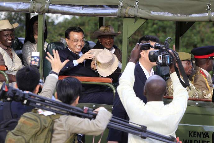 Le premier ministre chinois Li Keqiang et le président kenyan Uhuru Kenyatta lors d'une visite du parc national de Nairobi en mai 2014