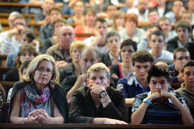 L'association Droit des lycéens prépareun guide des recours, qui paraîtra le 8juin, jour des résultats d'APB.