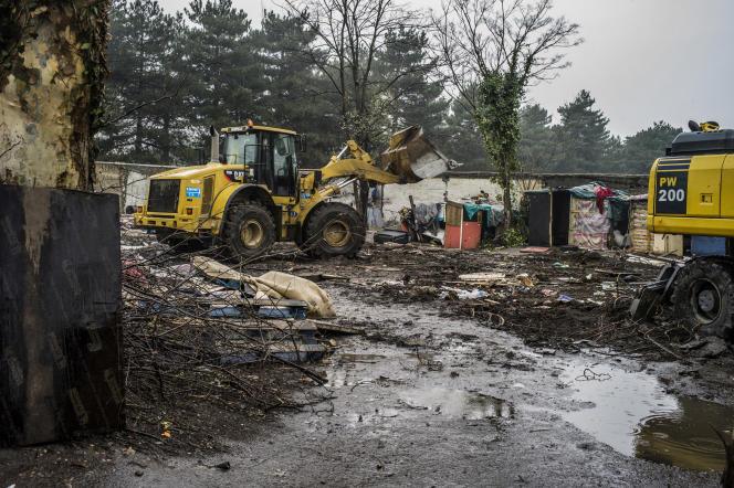 Une expulsion d'un bidonville où vivaient 80Roms à Villeurbanne, près de Lyon.