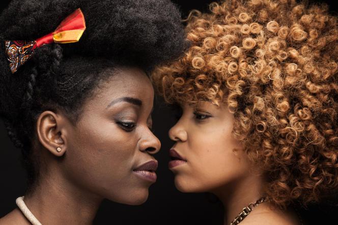 Océane Lebubura (à droite) a été couronnée Miss Nappy Paris 2015, Armelle Mbiahe Ndjée est sa dauphine.