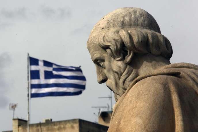 Après la seconde guerre mondiale, tirant les leçons de l'expérience de l'entre-deux-guerres, les Américains organisèrent le défaut de la dette allemande et l'imposèrent à leurs alliés (Platon et drapeau grec).