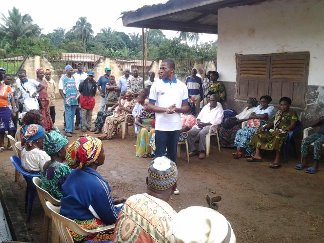 Rencontre entre Gifted Mom et des habitants d'un village au nord-ouest du Cameroun.