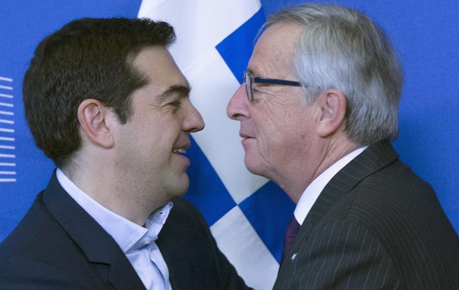 Le président de la Commission européenne, Jean-Claude Juncker, accueille le premier ministre grec, Alexis Tsipras, à Bruxelles, mercredi 4 février.