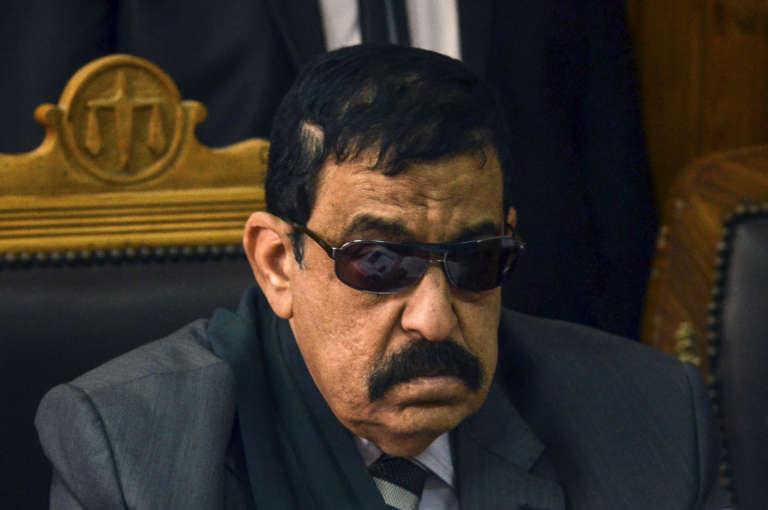 """Le juge égyptien Nagy Shehata en février 2015 lors du procès des 230 manifestants, dont le militant Ahmed DOuma, condamnés à la prison à perpétuité pour avoir """"provoqué la police"""" lors d'affrontements en décembre 2011 qui avaient fait 18 morts."""
