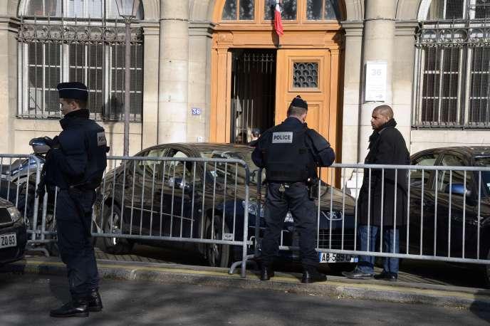 Devant le 36 quai des Orfèvres, mercredi 4 février, à Paris.