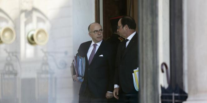 Bernad Cazeneuve et François Hollande, le 4 février.