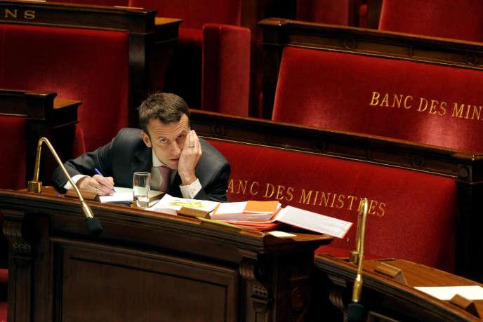 Emmanuel Macron, ministre de l'économie, pendant le débat sur la loi croissance, activité et égalité des chances économiques.
