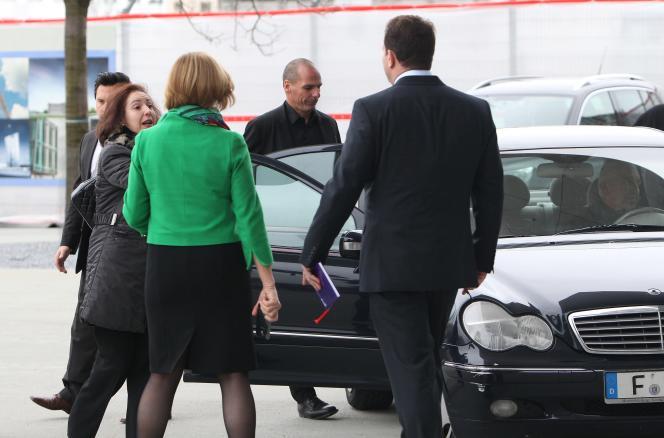 Le ministre grec des finances, Yanis Varoufakis, quitte la Banque centrale européenne, à Francfort, le 4février.