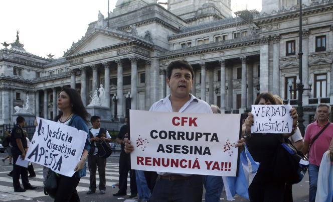 Lors d'une manifestation, le 4 février à Buenos Aires. Sur la pancarte :