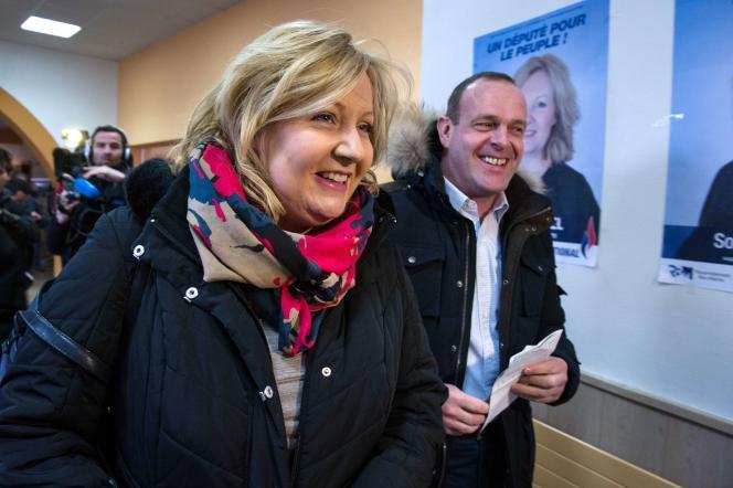 Les eurodéputés Sophie Montel et Steeve Briois, vice-président du Rassemblement national, le 5 février 2015, à Allenjoie (Doubs).