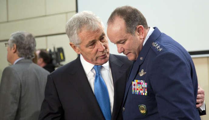 Le secrétaire d'Etat américain à la défense Chuck Hagel et le commandant militaire de l'OTAN Philip Breedlove, le 5 février à Bruxelles.