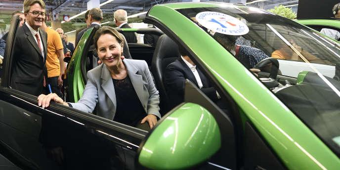 La ministre de l'énergie Ségolène Royal au Salon de l'auto, en octobre 2014.