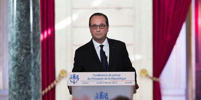 Pendant la cinquième conférence de presse de François Hollande.