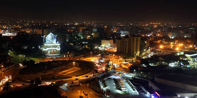 Vue nocturne de Bagdad en février 2013.