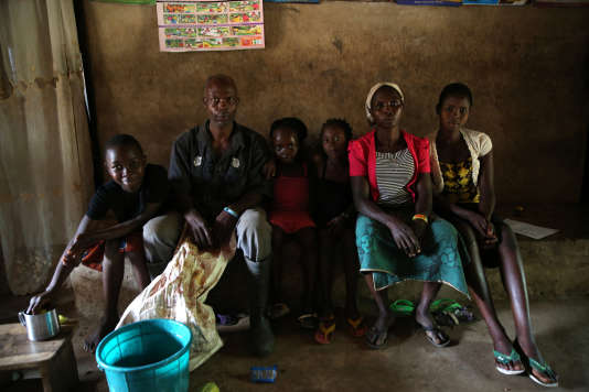 La famille d'un fermier à Igbatoro, dans le sud-ouest du Nigeria, en septembre 2014.