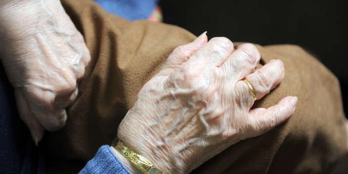 Le projet de loi sur le vieillissement prévoit une meilleure prise en charge financière des aides à domicile.