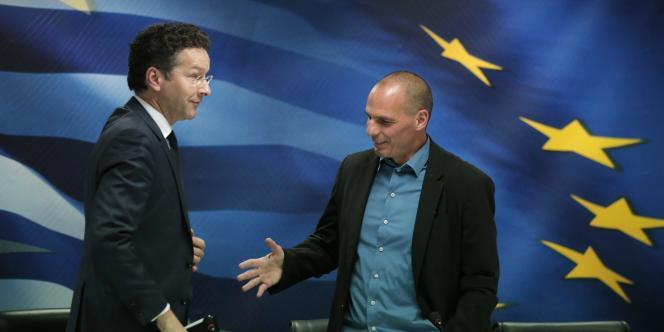 Jeroen Dijsselbloem et le ministre des finances grec, Yanis Varoufakis, le30janvier2015, à Athènes.