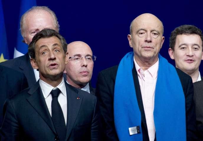 Nicolas Sarkozy et Alain Juppé, au conseil national de l'UMP, à Paris, le 7 février.