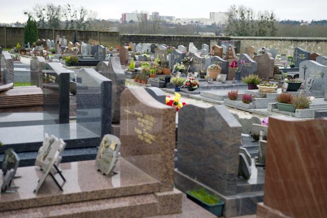 Le cimetière de Champlan (Essonne).