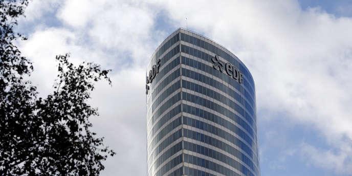 La tour EDF de la Défense.
