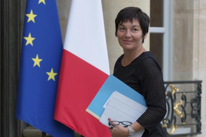 Annick Girardin, secrétaire d'Etat au développement et à la francophonie, sur le perron de l'Elysée.