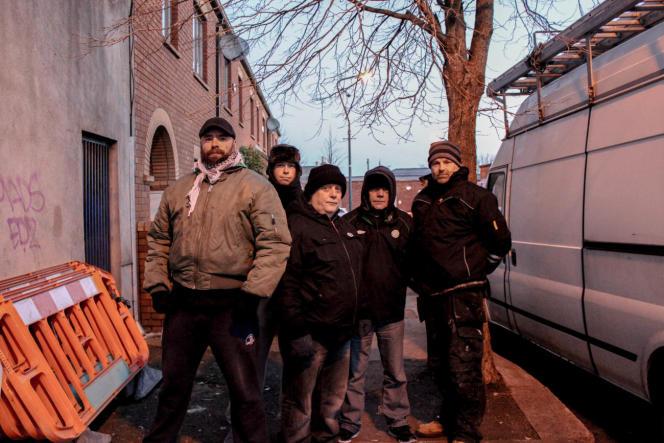 Sept mois que Derek Mac An Ucaire, Brendon Condron et Gerard Kelly, ont réglé leur réveil à 5h du matin pour mener bataille contre les ouvriers de la compagnie Irish Water chargés d'installer les compteurs d'eau à chaque habitation.