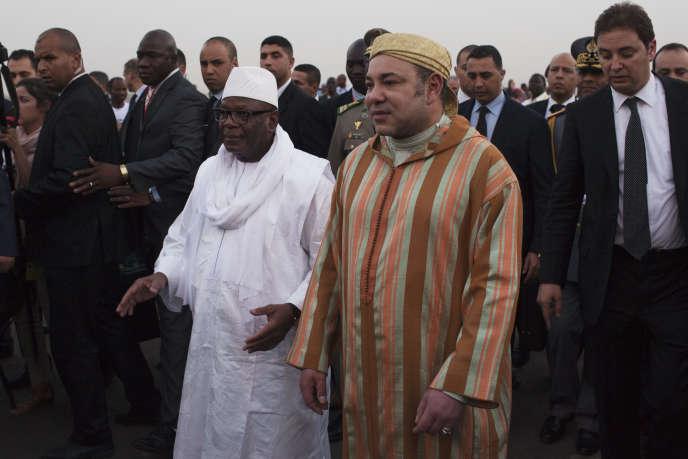 Le président malien Ibrahim Boubacar Keita avec le roi du Maroc Mohammed VI, à Bamako le 18 février 2014.