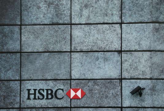 La procédure examinant l'éventualité d'un déménagement de HSBC a débuté au mois d'avril, alors que se multipliaient les appels à sévir contre le secteur bancaire.