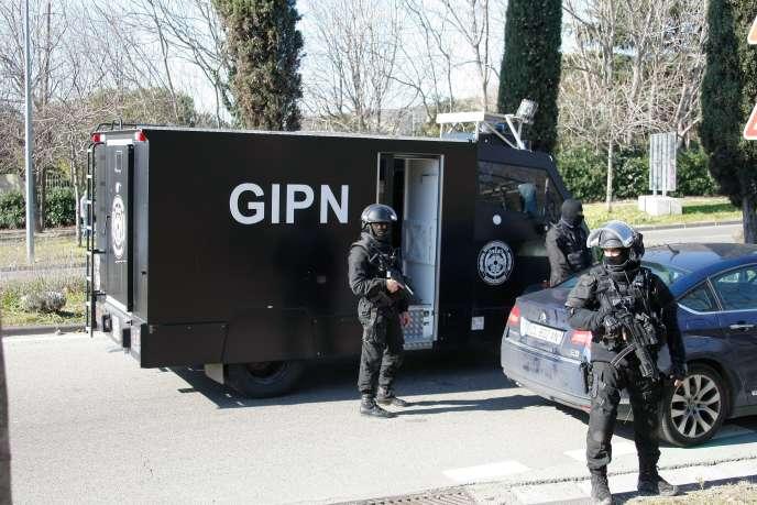 Un camion du GIPN, lundi 9 février, à la Castellane.