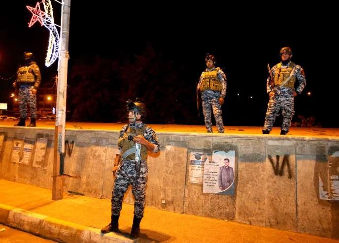 Des membres des forces de sécurité irakiennes déployées dans Bagdad, le7février2015, au premier soir de la levée du couvre feu dans la capitale irakienne.