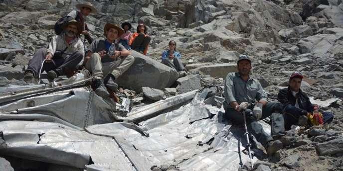 Le groupe de grimpeurs chiliens qui aurait retrouvé des débris de l'avion victime d'un crash dans les Andes il y a cinquante-quatre ans.