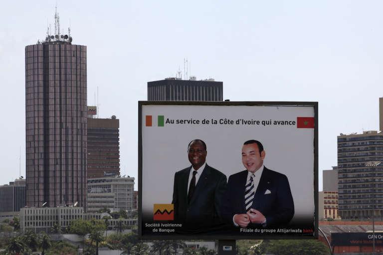 Une affiche publicitaire à Abidjan, en 2013, vantant la coopération de la Côte d'Ivoire et du Maroc.