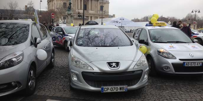 Manifestation des gérants d'auto-écoles Pace Vauban à Paris, le 9 février 2015.