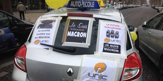 Loi Du « Réforme ConduireLa Accusée Macron Permis De Signer Nkw8nOXP0