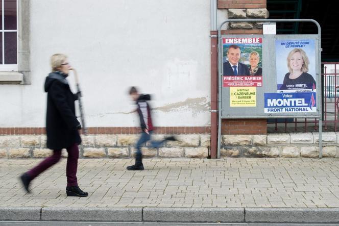 Panneaux électoraux à Audincourt dans le Doubs avant le second tour de la législative partielle.