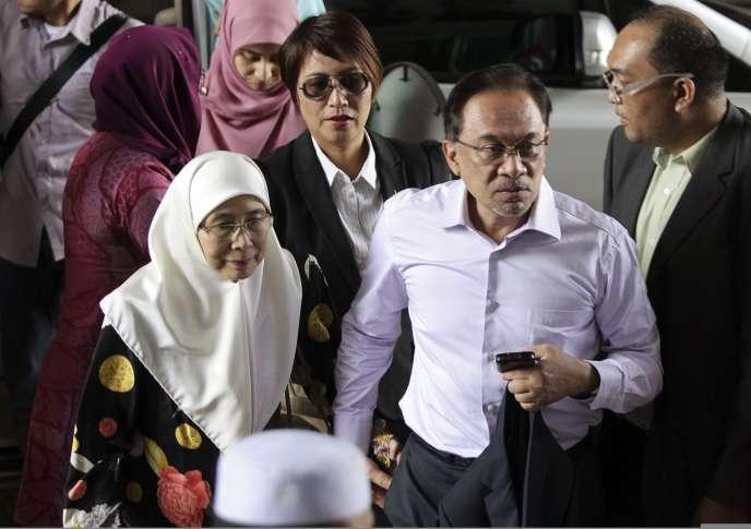 C'est la deuxième fois qu'Anwar Ibrahim –ici le 10février arrivant à la Cour fédérale de Malaisie, àPutrajaya– est condamné pour des faits de sodomie depuis qu'il est tombé en disgrâce à la fin des années 1990, après avoir exercé la fonction de vice-premier ministre.