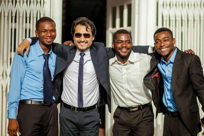 Jorn Lyseggen (2e à partir de la gauche), fondateur de l'incubateur MEST aux côtés de jeunes patrons de start-up africaines.